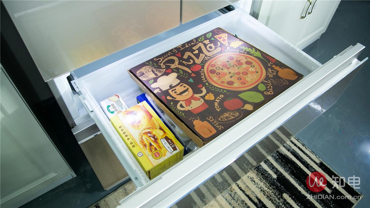 放披萨盒.jpg