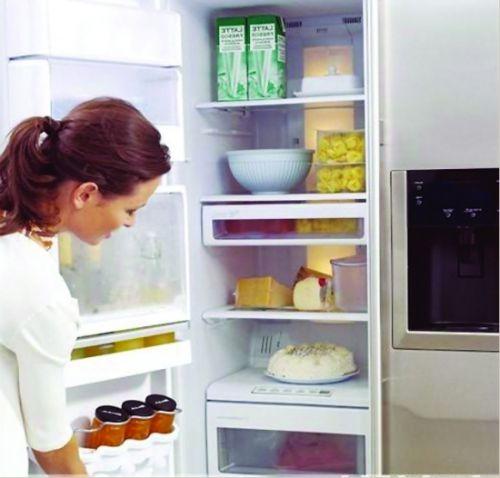 把食物放冰箱