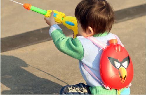 小盆友的背包水枪