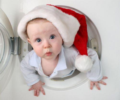 宝宝钻进洗衣机