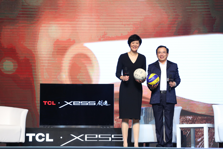 中国女排主教练郎平与TCL集团董事长、CEO李东生共同发布XESS 创逸电视产品