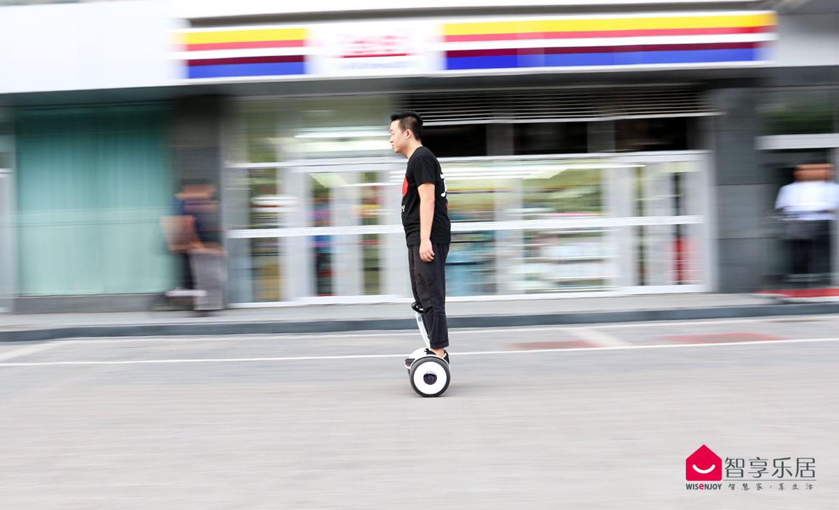 骑行平衡车